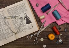 Lecciones de la modistería Imagenes de archivo