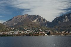 Lecco Μια άποψη από Malgrate στοκ εικόνες