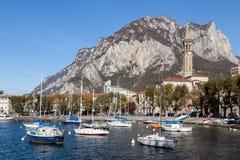LECCO, ITALY/EUROPE - 29 OCTOBRE : Vue de Lecco sur le du sud Images stock