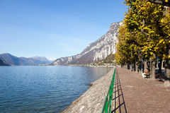 LECCO, ITALY/EUROPE - 29 OKTOBER: Mening van Meer Como van Lecco Royalty-vrije Stock Fotografie