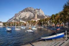 LECCO ITALY/EUROPE - OKTOBER 29: Sikt av Lecco på det sydligt arkivfoto