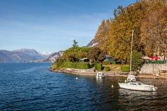 LECCO, ITALY/EUROPE - PAŹDZIERNIK 29: Widok łodzie na Jeziornym Como przy obraz stock