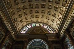 LECCO, LOMBARDY/ITALY - 29 DE OCTUBRE: Basílica interna de la visión de S imagenes de archivo