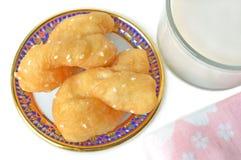 Leche china del buñuelo y de soja imagenes de archivo