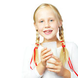 Leche de consumo de la chica joven Foto de archivo libre de regalías