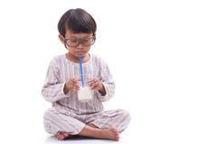 leche de la bebida del muchacho fotografía de archivo libre de regalías