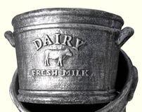 Leche fresca de la lechería imágenes de archivo libres de regalías