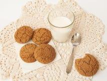 Leche y biscuits1 Imagen de archivo libre de regalías