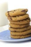 Leche y galletas Imagenes de archivo