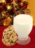 Leche y galletas para Santa Imagenes de archivo