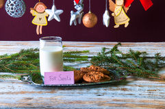 Leche y galletas para Santa Fotografía de archivo libre de regalías