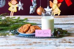 Leche y galletas para Santa Foto de archivo