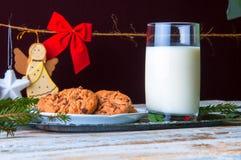 Leche y galletas para Santa Imagen de archivo libre de regalías