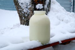 Leche y nieve Imagen de archivo