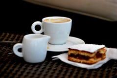 Leche y torta de Cofee Fotografía de archivo