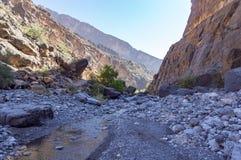 Lecho de un río seco de Nakhr - Omán fotos de archivo libres de regalías