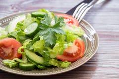 Lechuga, tomate, pepino, ensalada del aguacate para el almuerzo Fotos de archivo libres de regalías