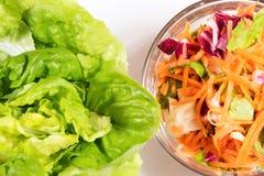 Lechuga y ensalada colorida de la vitamina Foto de archivo libre de regalías