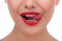 Lecken von Lippen. Lizenzfreies Stockfoto