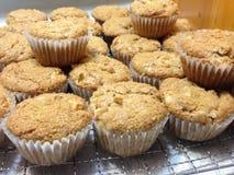 Leckere frische gebackene gesunde Apple-Muffins Stockfotos