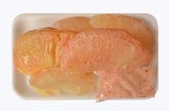 Leckere Pampelmuse mit Salztasche im weißen Paket Lizenzfreies Stockfoto