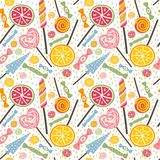 Leckeres nahtloses Muster mit Süßigkeiten und Lutschern Lizenzfreies Stockbild