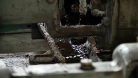 Lecks in der Pumpe im Heizraum stock video