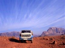lecteur de 4 roues dans le désert de rhum de Wadi en Jordanie