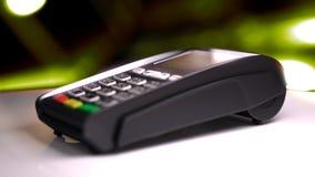 Lecteur de carte de crédit avec la carte passée illustration 3D Image libre de droits