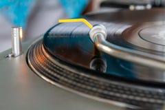 Lecteur de musique de haute fidélité de plaque tournante avec LP photo libre de droits