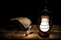 Lector de la noche fotos de archivo