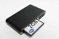 Lector de tarjetas con la tarjeta de los CF Imágenes de archivo libres de regalías