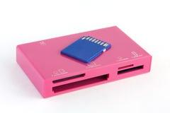 Lector de tarjetas y tarjeta de memoria rosados 2 Foto de archivo
