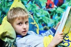 Lectura antes de sueño Foto de archivo libre de regalías