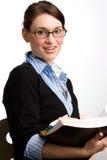 Lectura confidente de la mujer o del contable de negocios Imagenes de archivo