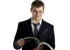 Lectura confidente joven del hombre de negocios Imagen de archivo