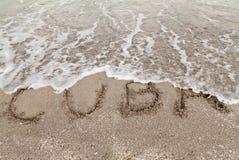 Lectura Cuba de la muestra escrita en una playa Fotos de archivo libres de regalías