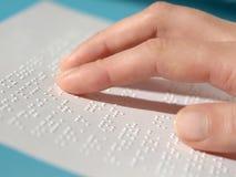 Lectura de Braille Fotografía de archivo