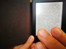 Lectura de EBook Imagenes de archivo