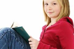 Lectura de la chica joven foto de archivo