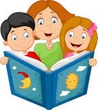 Lectura de la madre de la historieta con sus niños libre illustration