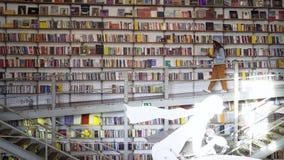 Lectura de la muchacha en librería metrajes