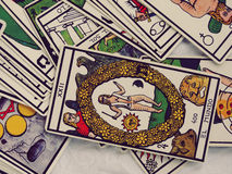 Lectura de las cartas de tarot Fotografía de archivo libre de regalías