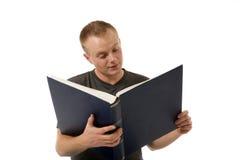 Lectura de un libro Fotografía de archivo