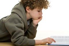 Lectura del muchacho Imagen de archivo libre de regalías