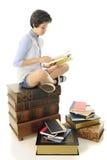 Lectura en un montón de libros Fotografía de archivo libre de regalías