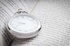Lectura y tiempo Fotos de archivo libres de regalías