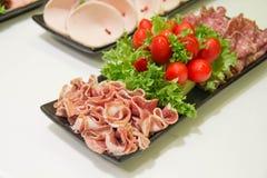 Leczący Mięsny kiełbasiany salami zbliżenie zdjęcie stock