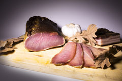 Leczący mięso na desce obrazy stock