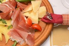 Leczący wieprzowiny plasterki, pomidor i ser, fotografia stock